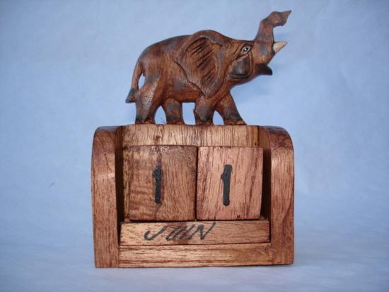 calendrier soleil tortue vache giraffe en bois. Black Bedroom Furniture Sets. Home Design Ideas